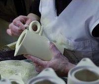 Fertigung einer Porzellankanne bei Ancap Porzella>