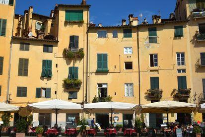 Urlaub in Italien: Marktplatz in Lucca