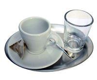 Unsere Empfehlung für das richtige Servieren des perfekten Espresso.
