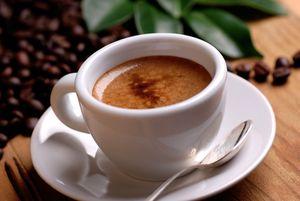 Bestellen Sie italienischen Espresso für Latte Art.